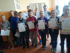 Wszyscy uczniowie uhonorowani zostali dyplomami i drobnymi upominkami.